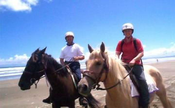 Horse trek on Ninety Mile Beach, Image ©