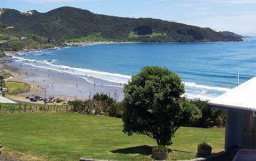 Enjoy a swim while staying at Ahipara Bay Motel, Image ©